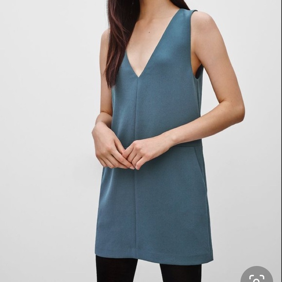 Aritzia Wilfred Varennes V-Neck Dress 💙💚